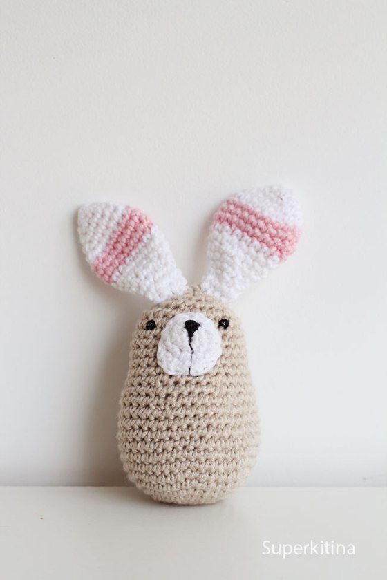 Conejito de crochet. Amigurumi patrón. Superkitina