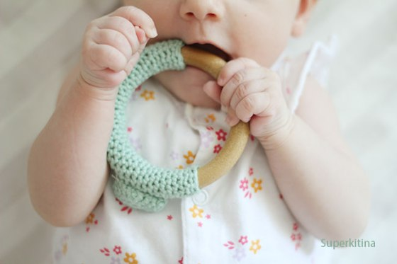 Superkitina Aro mordedor de crochet para bebé